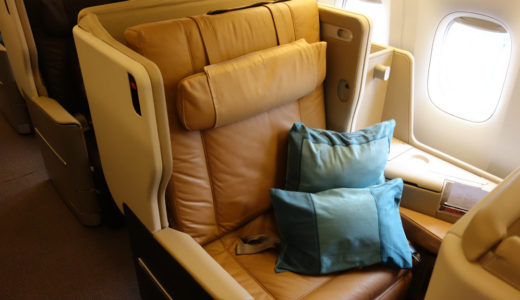 【シンガポール航空ビジネスクラス搭乗記】SQ972バンコク行きの機種機材・座席・機内食など 奇跡のB777-200ER・1-2-1配列はファーストクラス並みの快適さだった……