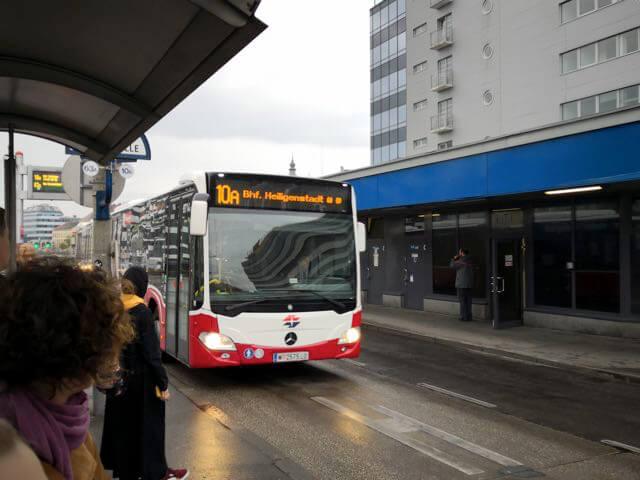 シェーンブルン宮殿まで行くのに最も便利なバス