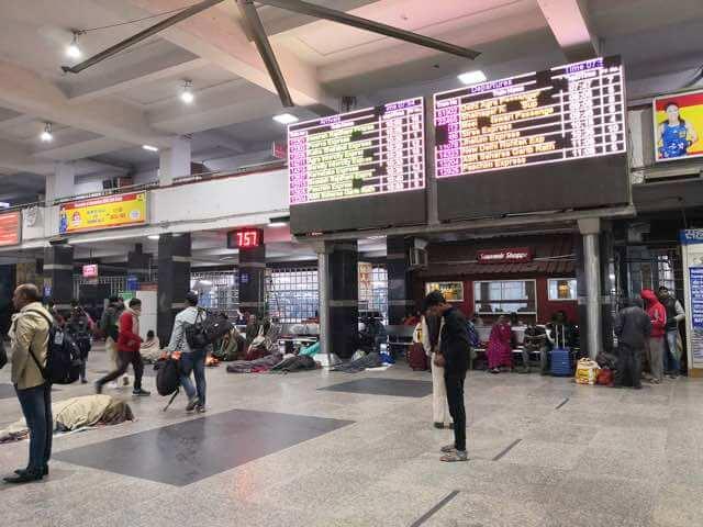 ニューデリー鉄道駅構内メインバザール側